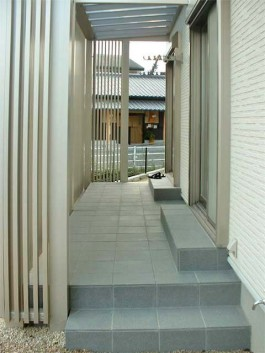 福岡県甘木市のガーデンルーム工事。YKKapのリレーリアを使ったモダンなガーデン。