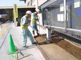 福岡県春日市 エクステリア ガーデニング 太陽ハウジング 雑草アタック 整正・転圧作業の写真です