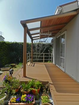 福岡県太宰府市T様邸ウッドデッキ+テラス・屋根のあるガーデンデザイン。