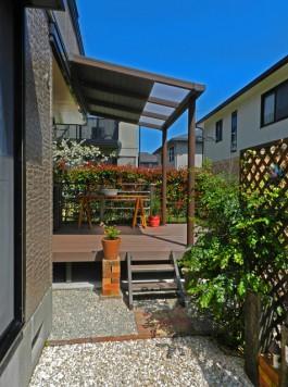 福岡県大野城市T様邸ウッドデッキとテラス屋根ガーデンリフォーム工事。