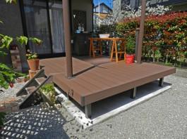 福岡県大野城市T様邸ウッドデッキとテラス・屋根のガーデンリフォームデザイン例。