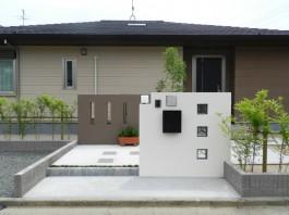 福岡県福津市T様邸新築外構のデザイン例。シンプルで大人な雰囲気のエクステリア。