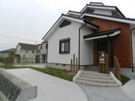 福岡県飯塚市N様邸新築外構のデザイン例。和モダンのおしゃれなエクステリア。