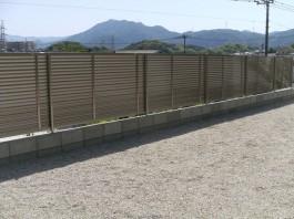 福岡県飯塚市T様邸目隠しフェンスのデザイン施工例。プリレオR9型フェンス。