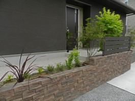 福岡県飯塚市T様邸目隠しフェンスのデザイン施工例。Eウッドスタイル。