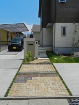 福岡県糸島市E様邸新築外構にておしゃれなデザインのアプローチを施工しました。