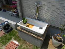 福岡県糸島市立水栓のあるおしゃれな新築外構工事。ペット用の洗い場です。