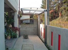 福岡県春日市のカーポート・サイクルポート工事。駐輪置き場の屋根として使うエクステリア。