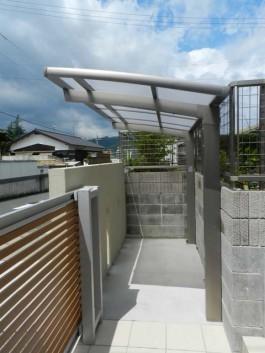 福岡県筑紫郡那珂川町のカーポート・サイクルポート工事。駐車場・駐輪場の屋根工事。