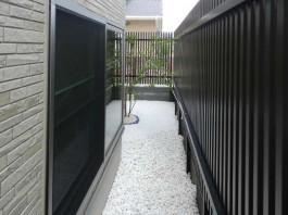 福岡県大牟田市のモダンなフェンスと目隠しフェンス工事。周りの視線をカットできます。