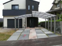 福岡県朝倉市のカーポートのある新築外構施工例。便利でおしゃれなカーポートです。