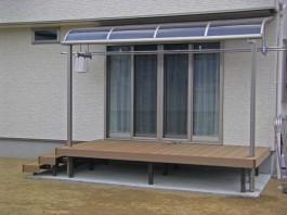 福岡県うきは市のウッドデッキとテラス・屋根がお庭にあるエクステリア工事。