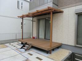 福岡県宗像市のウッドデッキ+テラス・屋根エクステリア工事。おしゃれで便利なお庭。