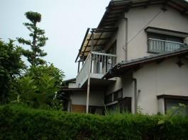 バルコニーとバルコニー屋根もリフォームします。耐久性や雨の振り込み方が変わります。