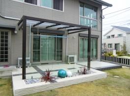 福岡県古賀市にてガーデンルーム・テラス屋根付きのお庭工事。おしゃれなジーマテラス。