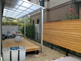 福岡県大野城市のウッドデッキとテラス屋根のあるお庭・ガーデン工事。洗濯物スペース。