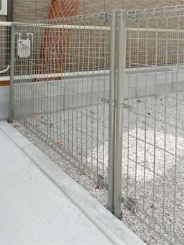 福岡県春日市のわんちゃん・犬・ペット用のフェンス工事。必要な時に取り外し可能フェンス