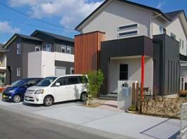 福岡県直方市の新築外構・エクステリア工事。シンボルツリー・花壇・ポールも施工。