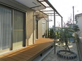 福岡県のお庭・ガーデン工事。ウッドデッキとテラス屋根で洗濯物スペースを作りました!