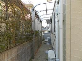 福岡県春日市の庭にテラス屋根を施工し、洗濯物を干すスペースへリフォームした例。