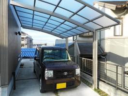 福岡県春日市のカーポート工事。駐車場に1台用のカーポートを施工。車庫リフォーム工事