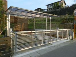福岡県太宰府市のカーポート+オーバードア・カーゲートの工事例。おしゃれな駐車場。