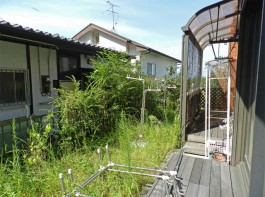 福岡県太宰府市の和風・和モダンな庭・ガーデン工事前。テラス囲いと心和むガーデン。