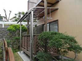 福岡県太宰府市の庭・ガーデンにウッドデッキ・テラス屋根をつけてガーデニングを楽しむ例