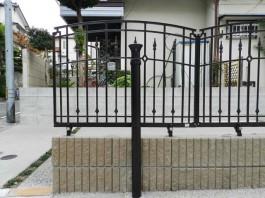 福岡県春日市のおしゃれな鋳物(アイアン)フェンスを取り付けたリフォーム工事例。