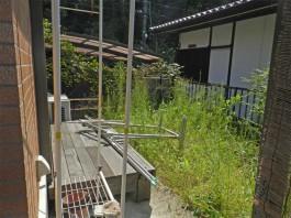 福岡県太宰府市の囲いテラス・サンルーム工事前。庭にガラス張りの室内のような癒し空間