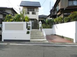 福岡県春日市の外構リフォーム。門まわり・車庫まわりのモダンなリフォーム工事例。