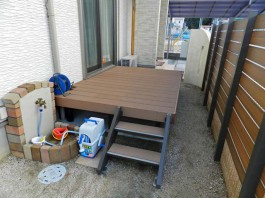 福岡県糟屋郡須惠町のウッドデッキ・目隠しフェンス・手洗い場のある庭・ガーデン工事。