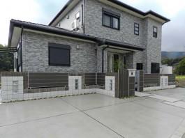 福岡県筑紫野市の新築外構工事。三協で統一したスタイリッシュでモダンな門まわり。