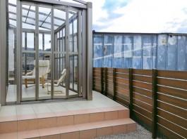 福岡県糟屋郡須惠町の庭・ガーデン工事。ガーデンルームと目隠しフェンスのあるガーデン。