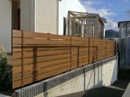 福岡県糟屋郡須惠町のガーデン・目隠しフェンス・エクシスランドのEウッドスタイル工事例。