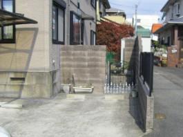 福岡県春日市の白・ホワイト色のおしゃれで可愛い目隠しフェンス工事前。ガーデン入口。
