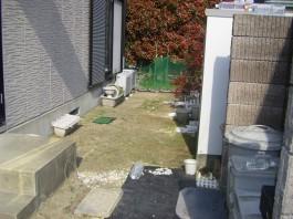 福岡県春日市の白・ホワイト色のおしゃれで可愛い目隠しフェンス工事前。ガーデン中庭。