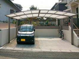 福岡県古賀市のカーポート取付工事。2台用、ワイドのカーポートを駐車場に施工しました。