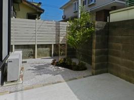福岡県春日市の白・ホワイト色のおしゃれで可愛い目隠しフェンス工事例。ガーデン中庭。