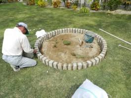 福岡県春日市の庭・ガーデン工事の工程写真。ガーデンルーム前に花壇・庭づくり。