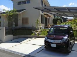 福岡県小郡市のカーポート、駐車場、車庫工事。ピンコロ石とタマリュウのおしゃれな目地。
