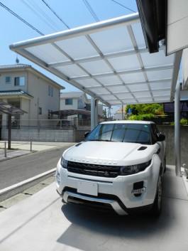 福岡県福岡市南区の三協アルミカーポート4G(フォーグ)を施工した例。スタイリッシュ。