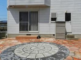 福岡県糟屋郡宇美町の庭・ガーデン工事。石をランダムに敷いたガーデンづくり。サークル。