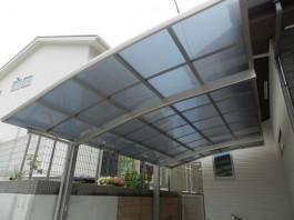 車庫屋根の詳細画像です。屋根板の色はグレースモーク。