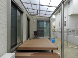 ウッドデッキ+テラス屋根は、洗濯物干し場・お子様の遊ぶスペース等様々な活用方法が。