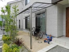 テラス屋根は洗濯物スペースだけでなく、駐輪屋根としても活用できます。