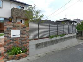 お庭の周りに目隠しフェンスを取付けました。道路からの視線をカットし、お庭を満喫できます。