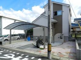 住宅の外観とマッチした外まわり(エクステリア)です。解放感のあるオープン外構です。