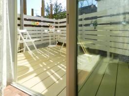 ウッドデッキは窓のサッシと同じ高さ♪窓を開けるとデッキのじゅうたんが広がります♪