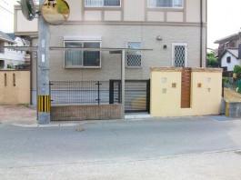 福岡県福岡市南区の車庫リフォーム(引戸+門柱+カーポート)外構工事。